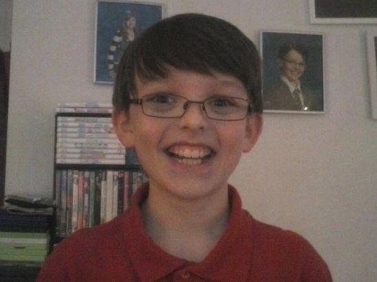 Autismo: bambino Asperger di 10 anni è senza amici, la mamma ne trova 900.000 grazie a Facebook