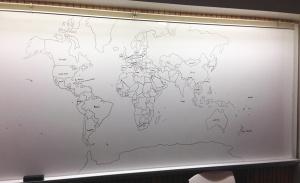 bambino autistico disegna mappa del mondo perfetta.jpg 1